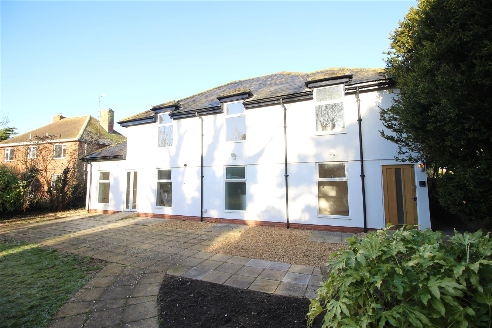 2 Bedrooms Flat for sale in Florence House Apartments, Church Road, Wanborough